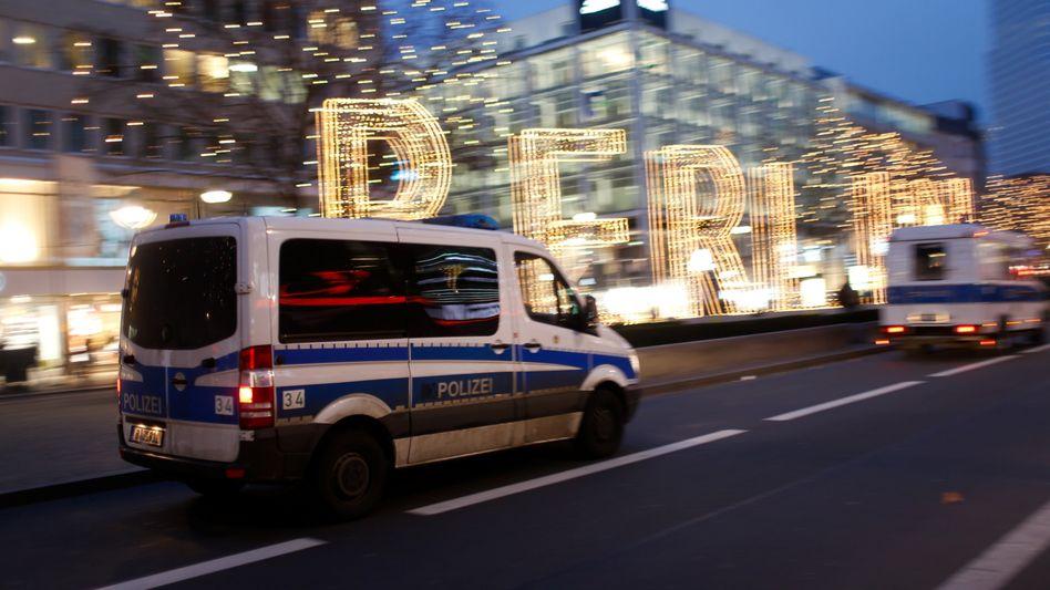 Polizeiwagen nahe dem Tatort in Berlin