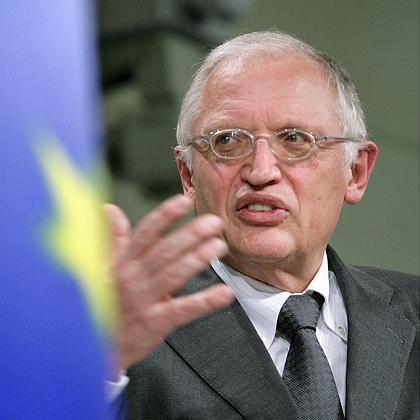 "EU-Kommissar Verheugen: ""Autoindustrie nicht zum alleinigen Sündenbock machen"""