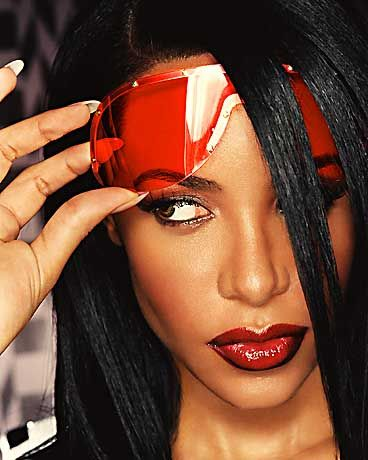 Abgestürzt: Sängerin Aaliyah (Juli 2001)