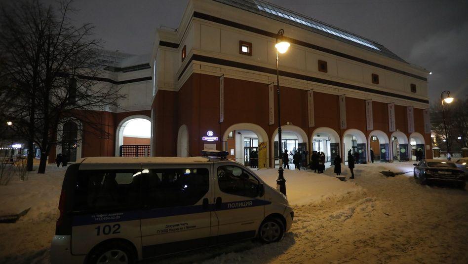 Polizei vor der Tretjakow-Galerie in Moskau