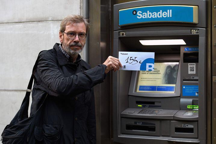 Abgehoben: Unabhängigkeitsbefürworter mit 155-Euro-Umschlag
