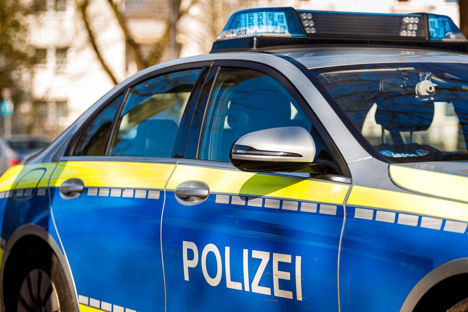 Polizeifahrzeug in Hamburg Symbolfoto Polizeiauto. Aufgenommen am 25.03.2020 in Hamburg. Hamburg Deutschland *** Police