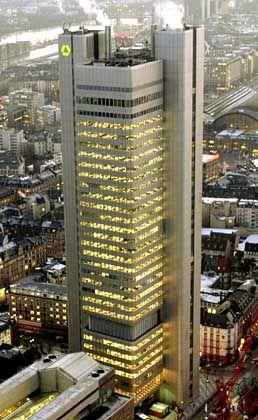Dresdner-Bank-Tower in Frankfurt: Wir als nächstes das Firmenkundengeschäft abgebaut?