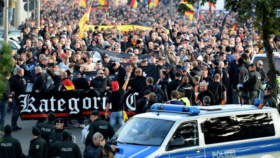 HoGeSa-Demo in Köln: In Hannover sind Gegenproteste angekündigt