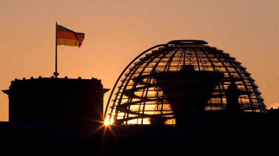 Reichstagsgebäude in Berlin: Gutachten sieht durch ESM Rechte des Parlaments beschnitten
