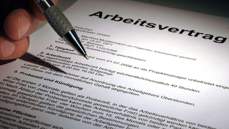 Arbeitsvertrag: Unbefristete Beschäftigungsverhältnisse werden immer seltener