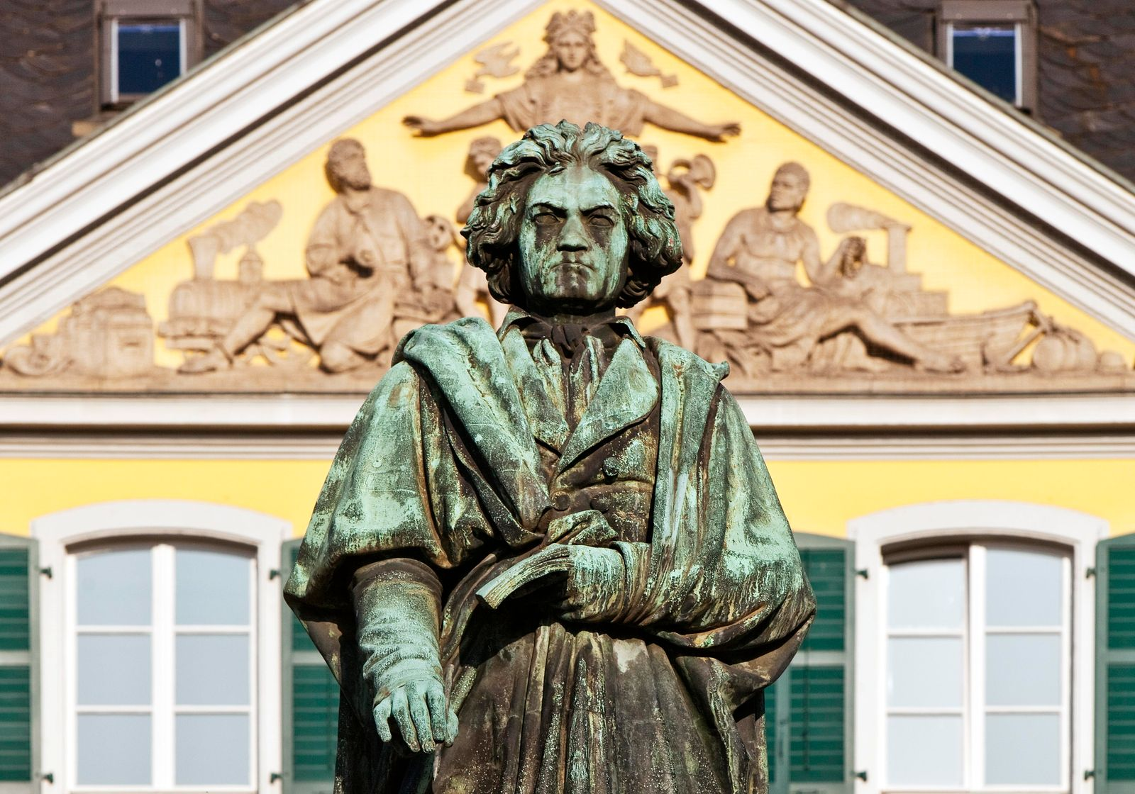Beethoven monument in front of the main post office on Münsterplatz, Bonn, North Rhine-Westphalia, Germany, Europe