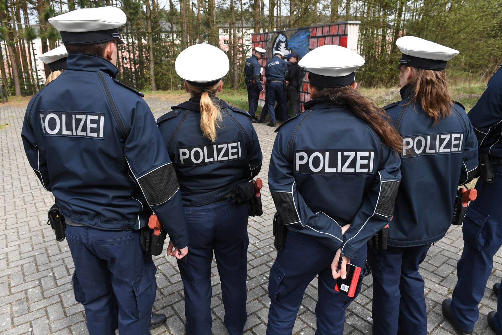 junge Polizeibeamte / Ausbildung