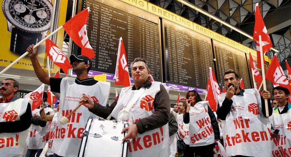 Demonstrierende Gewerkschafter auf dem Frankfurter Flughafen(*): Öffentlicher Ort?