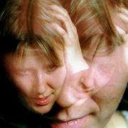 Schwer zu ertragen: Das Gepiepse, Geplärre und Gedudel der Handys protzfreudiger Klingeltonfans geht mächtig auf die Nerven