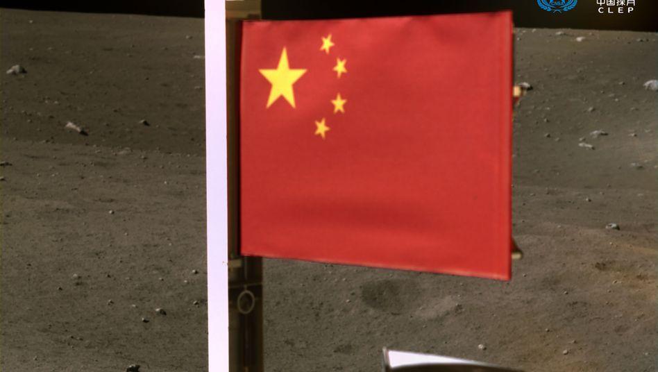 China-Flagge auf dem Mond