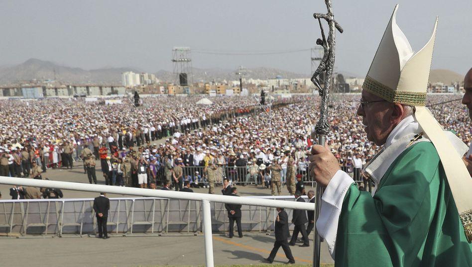 Papst Franziskus bei Messe in Lima in Peru
