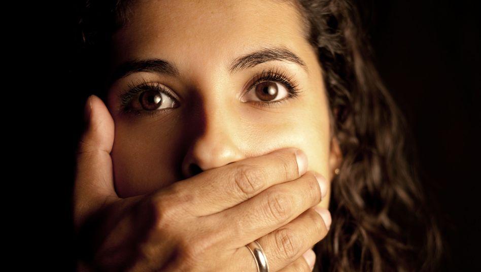 Schweigende Frau (Symbolbild)