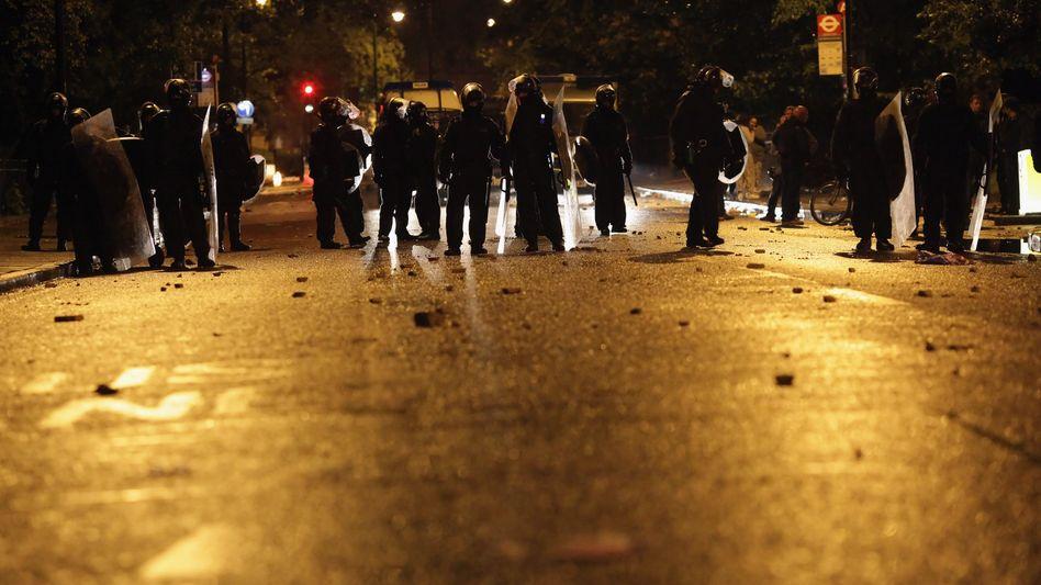 Zusammenstöße mit der Polizei: London erlebt zweite Krawallnacht