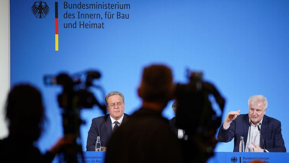 Dieter Romann, Bundespolizeipräsident, und Horst Seehofer, Innenminister - wie lange die Grenzschließungen andauern werden, sagten sie nicht