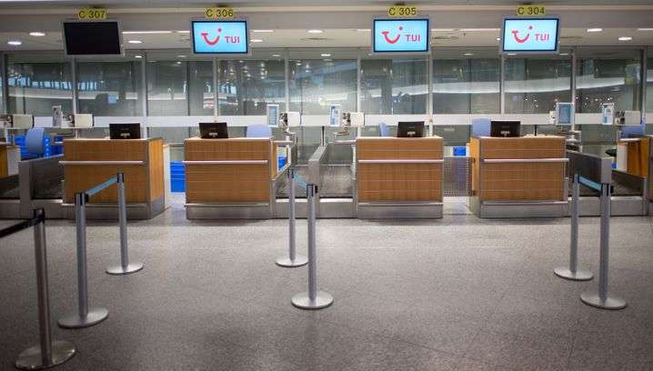 Leerer TUI fly- Check-in Hannover