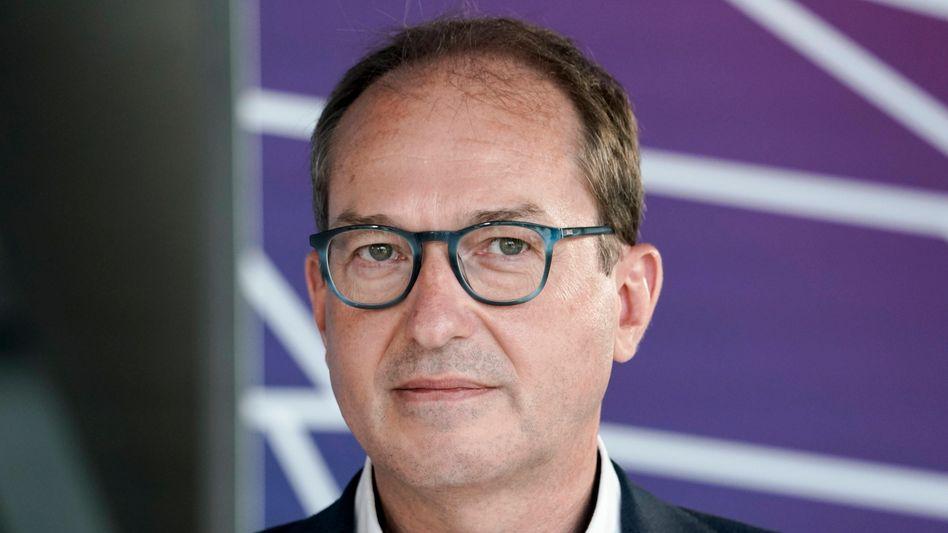 CSU-Landesgruppenchef Dobrindt: »Maaßen muss sich mäßigen«