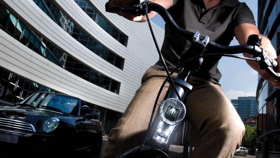 Fahrrad gegen Auto: Die beiden Verkehrsmittel im Kostenvergleich