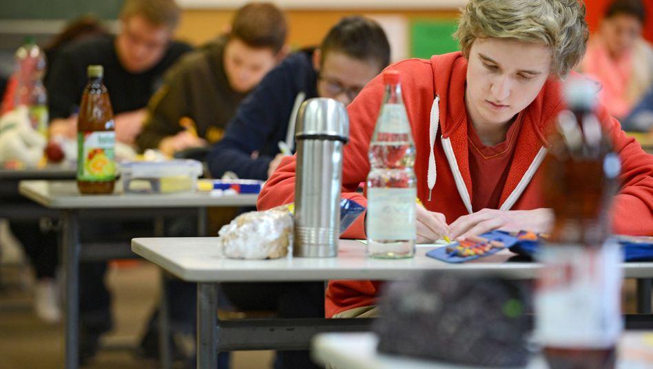 Abiturprüfung (Archiv): Neutral benoten? Lehrern fällt das oft schwer, gesteht eine Pädagogin