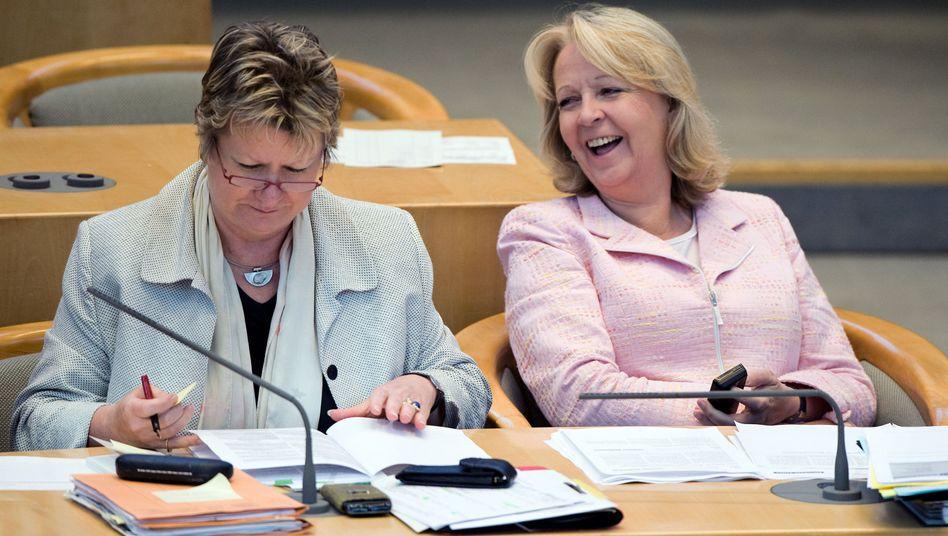NRW-Ministerpräsidentin Kraft, Stellvertreterin Löhrmann: Einfach abwarten