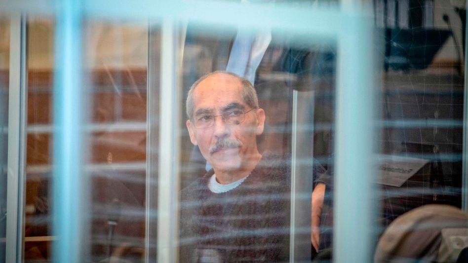 """Hauptangeklagter Ansar Raslan, früherer Ermittlungschef der syrischen Staatssicherheit: """"Habe die mir vorgeworfenen Taten nicht begangen"""""""