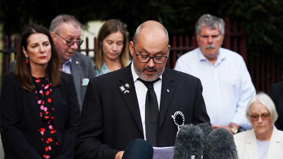 Der Vater des Opfers Olly Stephens liest nach der Verurteilung ein Statement