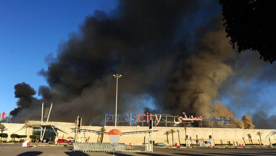 Brennender, geplünderter Supermarkt in Tunis: Die Hauptstadt kommt nicht zur Ruhe