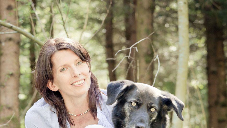 Wunjo mit Therapeutin: Therapiehunde spüren die Stimmung des Patienten