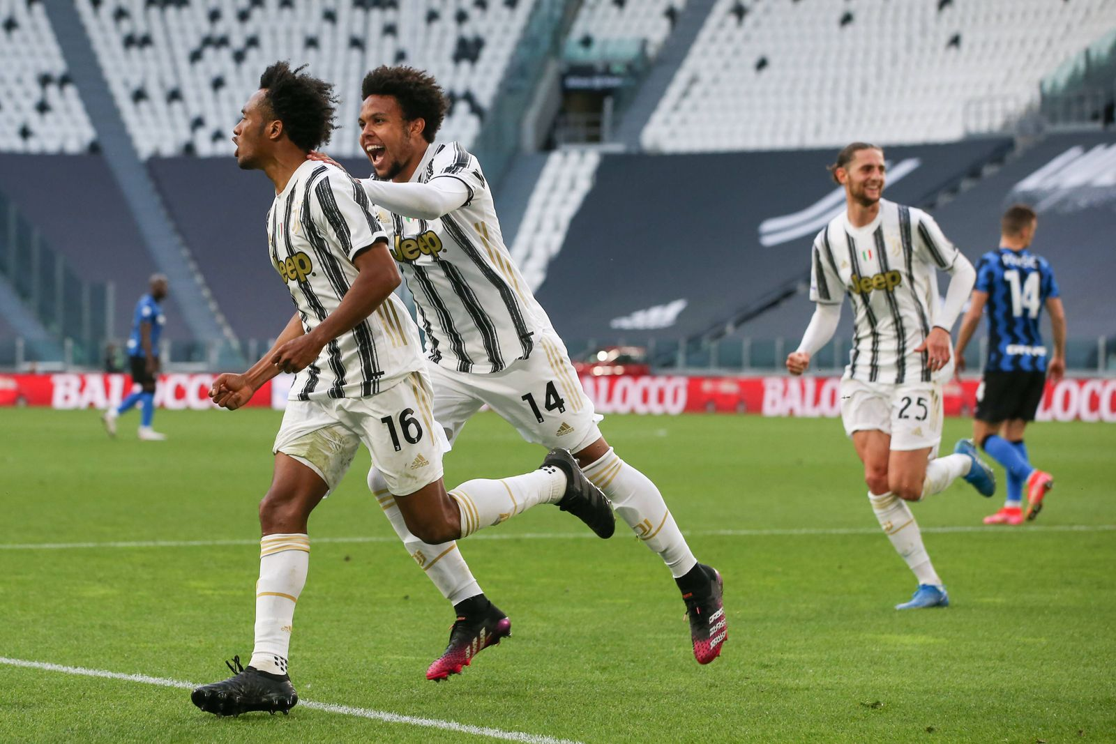 Turin, Italy, 15th May 2021. Juan Cuadrado of Juventus celebrates after scoring a late penalty to give the side a 3-2 vi