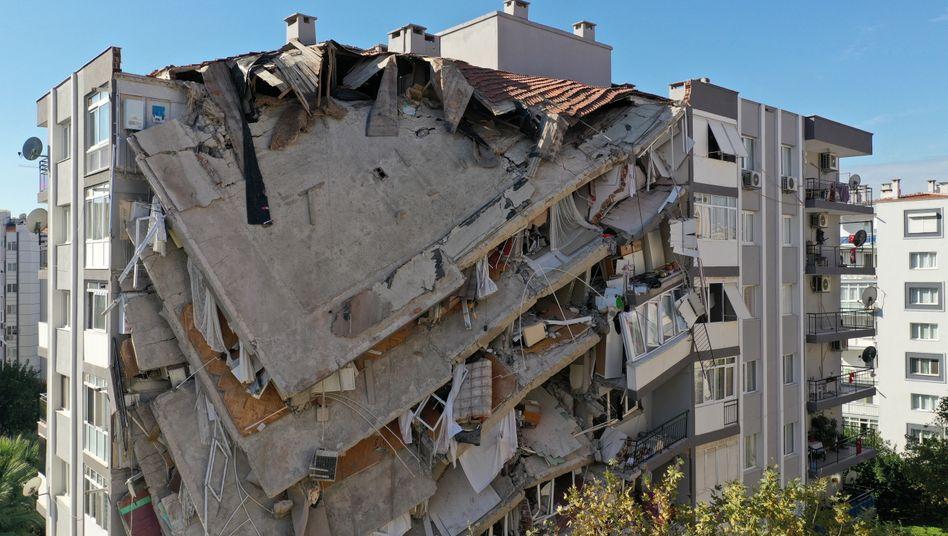 """Zerstörungen in Izmir: """"Wir sind hier, bis wir den Letzten erreicht haben"""""""