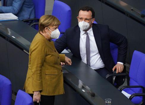 Kanzlerin Merkel, Gesundheitsminister Spahn (während der Bundestagsdebatte am 4. März): »Die geltende Verordnung sieht anders aus«