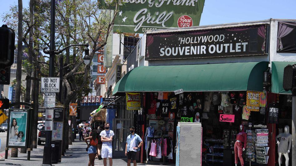 Souvenir-Shop in Hollywood: Restaurants, Bars und Kinos müssen in Kalifornien wieder schließen