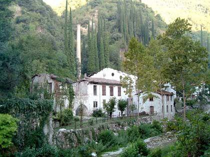 Geschichte in verwunschenen Tälern: Die Ruinen früherer Papierfabriken in der Gegend um Toscolano-Maderno