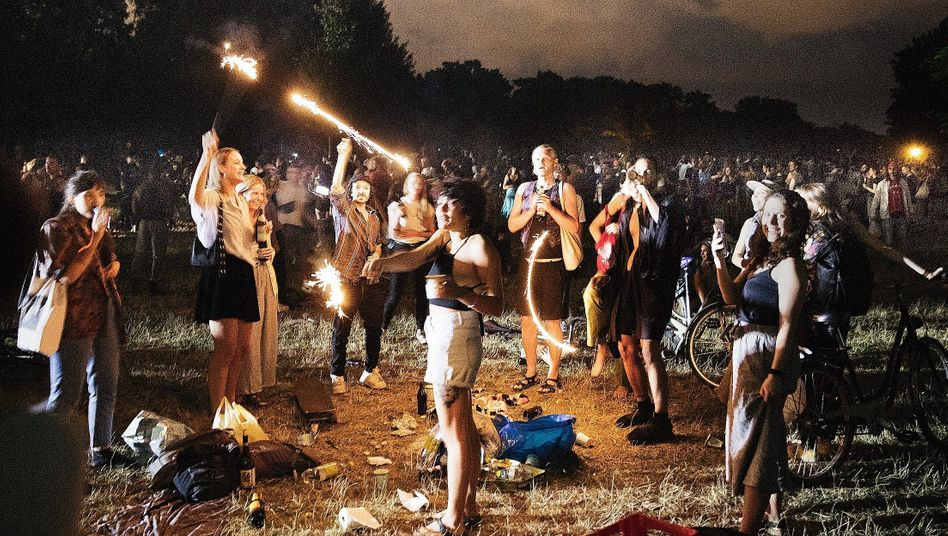 Revelers at Berlin's Hasenheide Park in June, a site popular for illegal raves during the closure of nightclubs: When young people party, older people will eventually get infected.