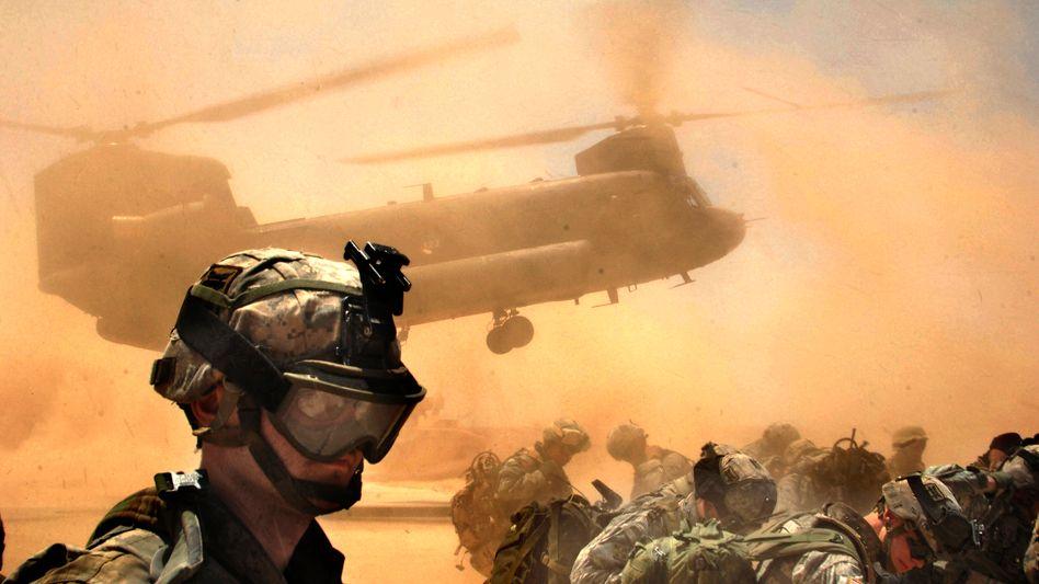 """Soldaten 2006 im Irak: Das Pentagon will am """"wartime contracting"""" festhalten"""
