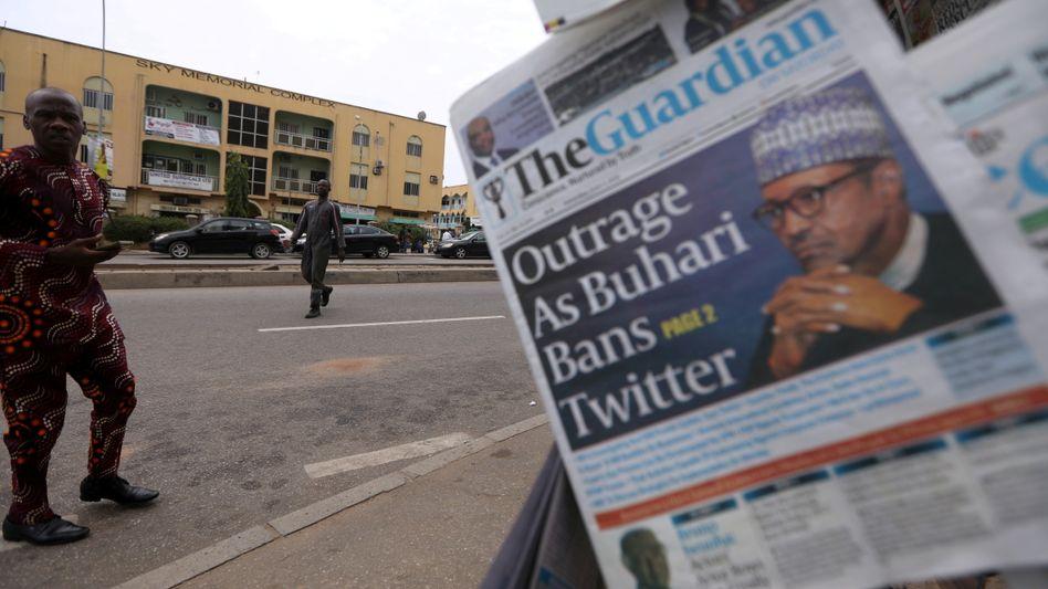 Die von Nigerias Regierung verhängte Sperre des Kurznachrichtendienstes Twitter beschäftigt auch die Zeitungen des Landes