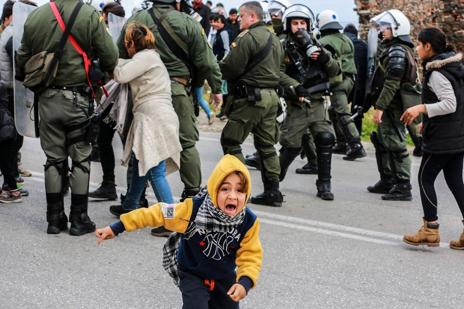 TOPSHOT-GREECE-EUROPE-MIGRATION