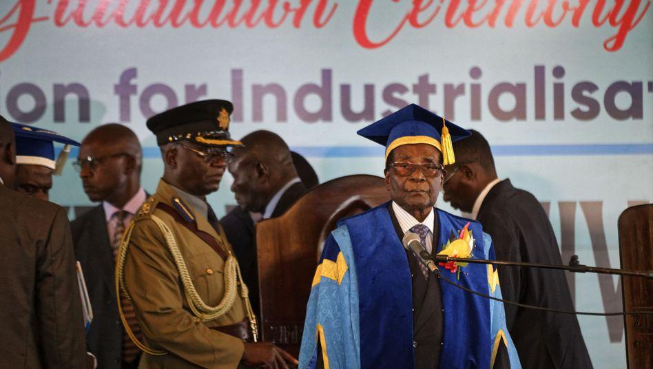 Robert Mugabe in einer Universität der Hauptstadt Harare