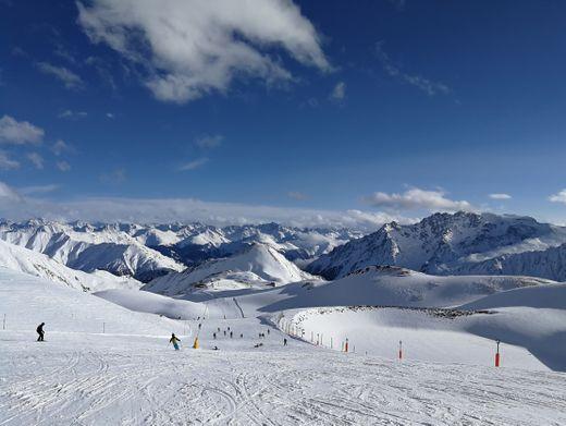 """Skigebiet Ischgl: """"Ein Synonym für die Pandemie"""""""