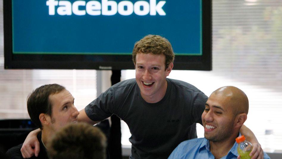 Facebook-Chef Mark Zuckerberg (M.): Weltweit mehr als 500 Millionen Anhänger
