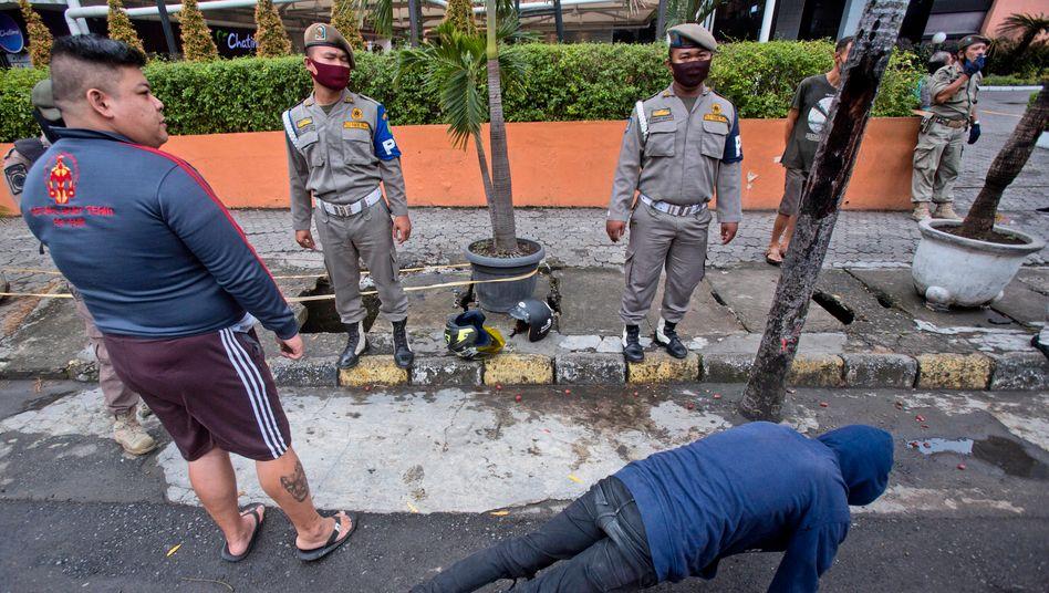 Indonesien: Straf-Liegestütze wegen Verstoß gegen die Maskenpflicht