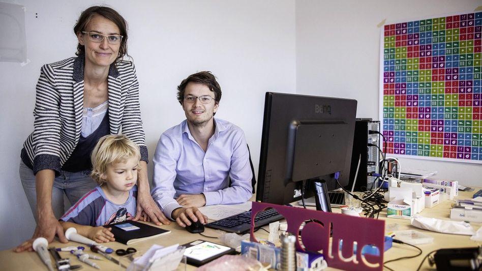 Clue-Gründer Ida Tin, Hans Raffauf mit Kind