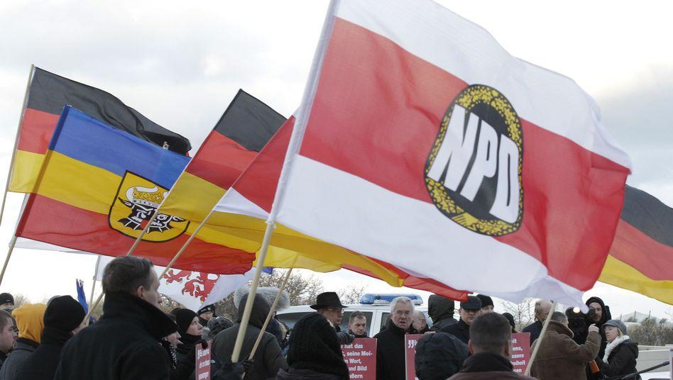 """NPD-Kundgebung (Archivbild): """"Erneute Planung durchführen"""""""