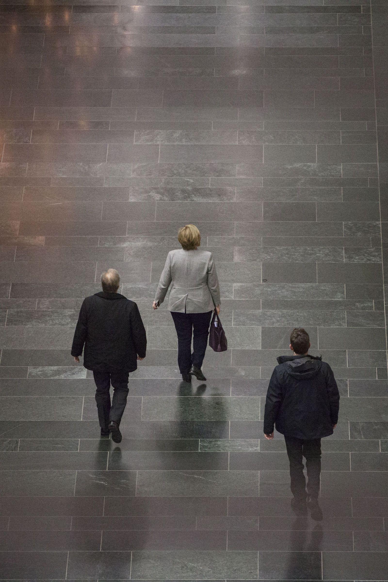 EINMALIGE VERWENDUNG NUR FÜR SPIEGEL Plus SP 51/2017, S.8 Angela Merkel STARTBILD