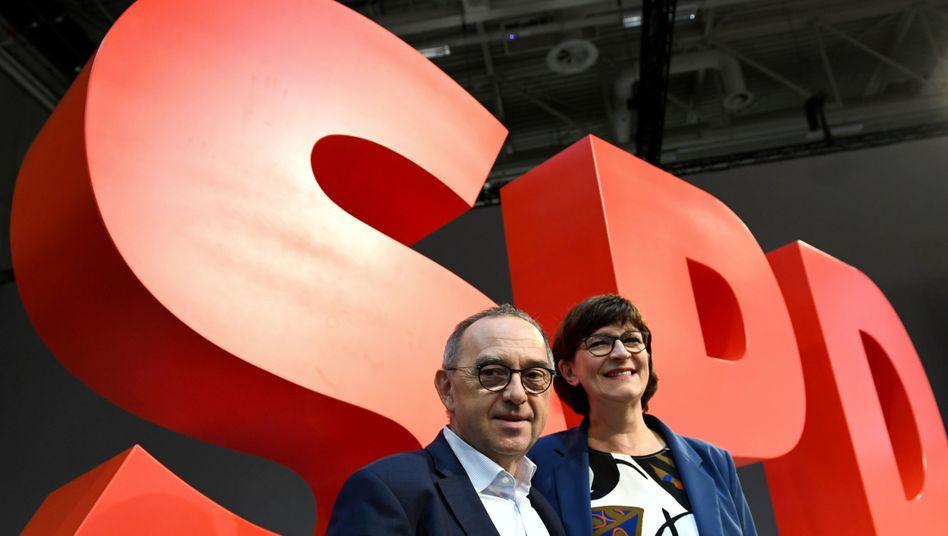 Neue SPD-Vorsitzende Walter-Borjans und Esken: Doch keine Flucht?