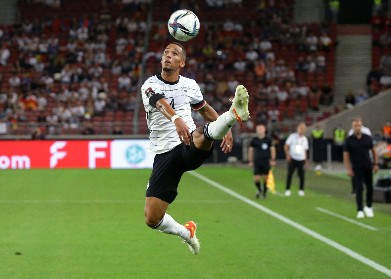 Stuttgart , Fußball WM Qualifikation , Deutschland vs. Armenien , Thilo Kehrer (GER) *** Stuttgart , Soccer World Cup Q