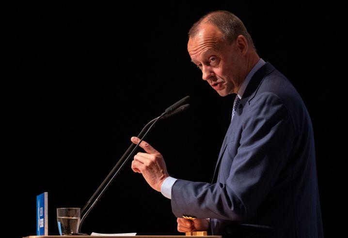 CDU-Politiker Merz: Harsche Kritik an Vereinsmanagern
