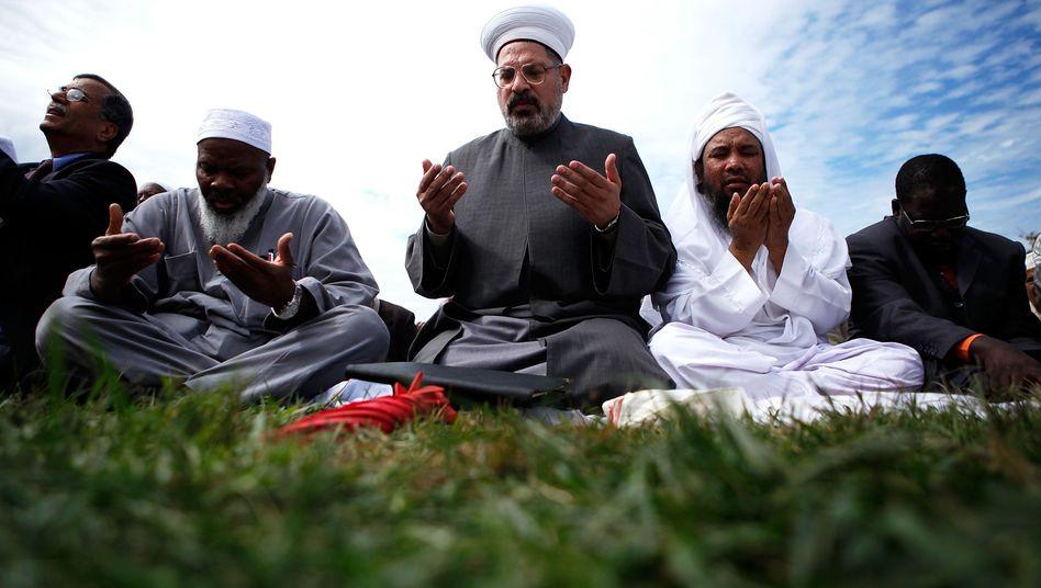 Gläubige Muslime beim Gebet: Parallele religiöser und politischer Macht?