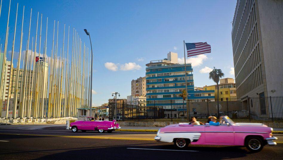 Die US-Botschaft in Havanna (r.) auf einem Archivbild