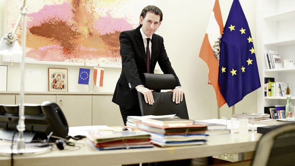Minister Kurz Hot Pants und Kondome